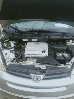 Toyota Sienna 2005 Silver | Cars for sale in Lagos State, Ogba