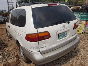 Toyota Sienna 2002 XLE White   Cars for sale in Lagos State, Agege