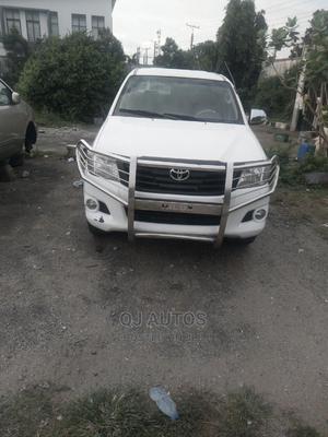 Toyota Hilux 2010 2.7 VVT-i 4X4 SRX White | Cars for sale in Lagos State, Ojodu