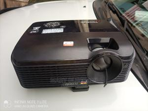 Super Sharp Portable Benq Projector | TV & DVD Equipment for sale in Abuja (FCT) State, Wuse 2
