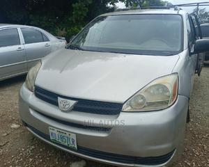 Toyota Sienna 2005 Silver | Cars for sale in Abuja (FCT) State, Jabi