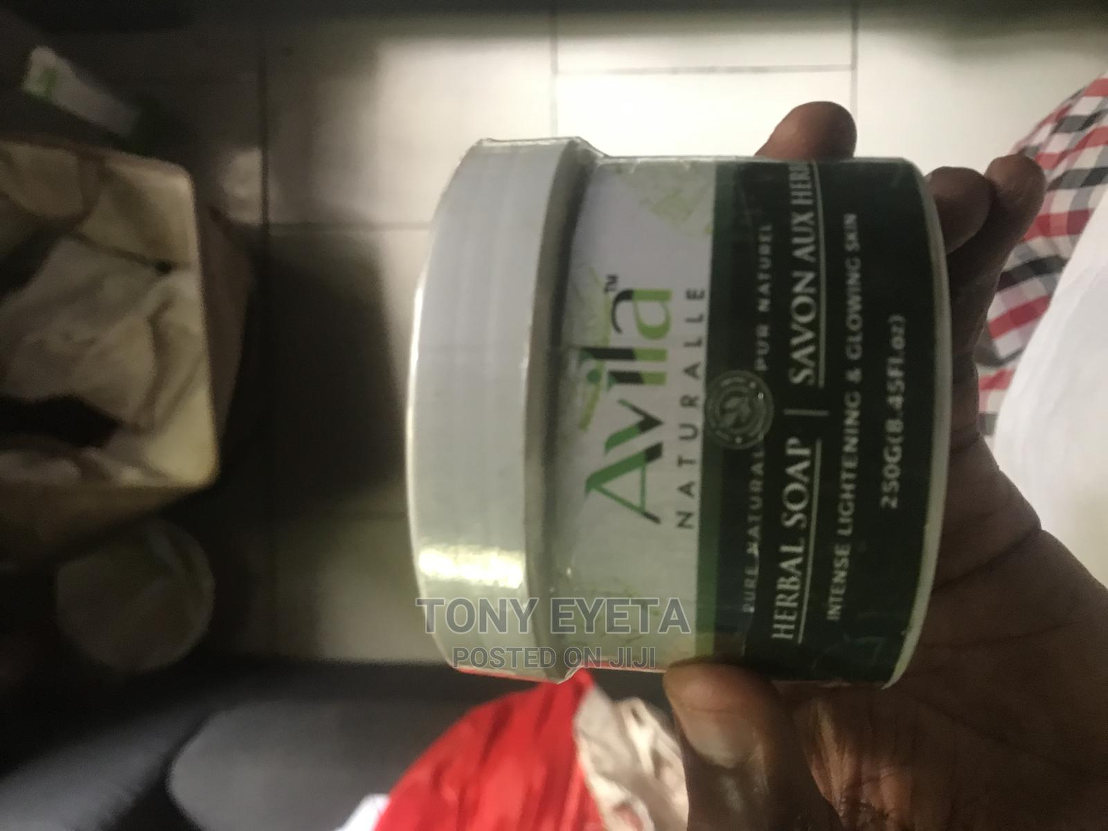 Avila Natural Lightening and Glowing Black Soap