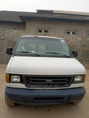Ford E-250 2004 Van Extended White | Buses & Microbuses for sale in Oyo State, Ibadan