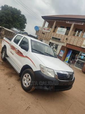 Toyota Hilux 2010 2.7 VVT-i 4X4 SRX White | Cars for sale in Lagos State, Ikotun/Igando