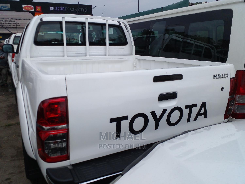 Archive: Toyota Hilux 2010 2.0 VVT-i White