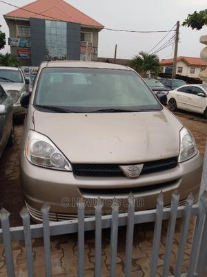 Toyota Sienna 2005 LE AWD Gold | Cars for sale in Lagos State, Ikorodu