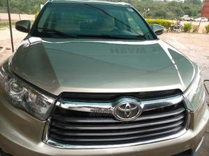 Toyota Highlander 2014 Gold | Cars for sale in Abuja (FCT) State, Apo District