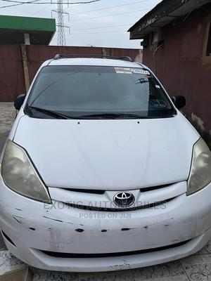 Toyota Sienna 2007 LE 4WD White   Cars for sale in Lagos State, Isolo