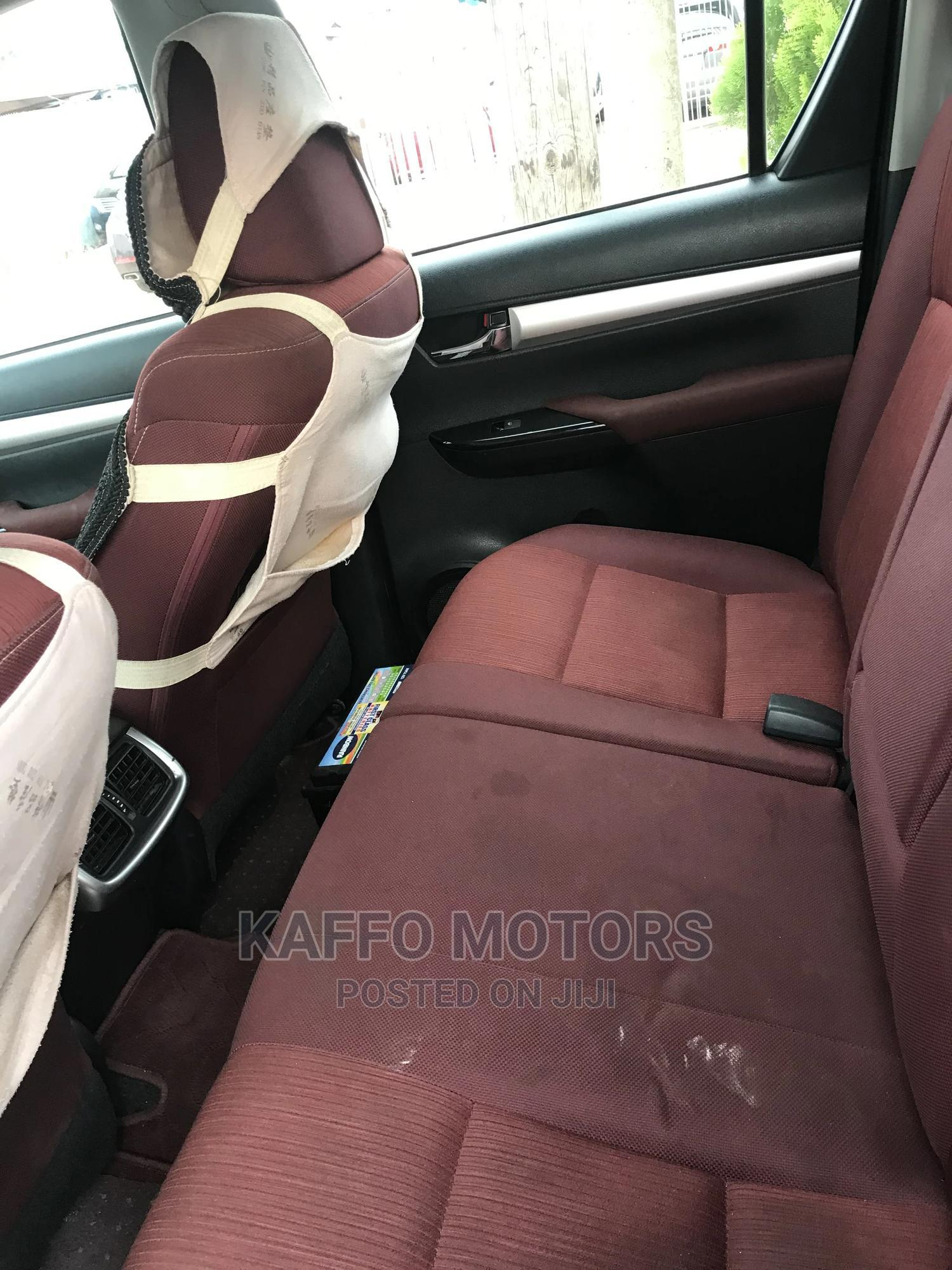Toyota Hilux 2017 SR 4x4 White | Cars for sale in Ikeja, Lagos State, Nigeria