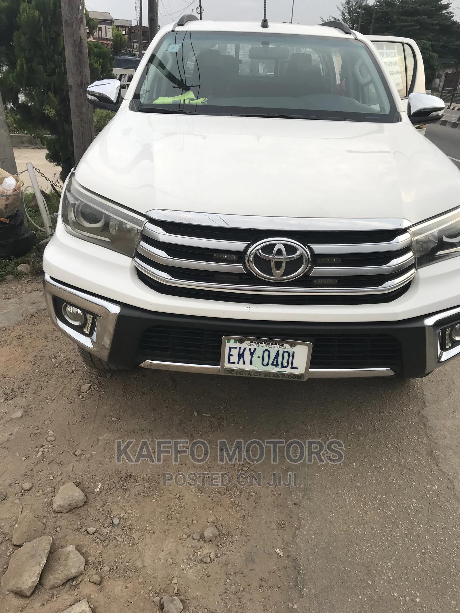 Toyota Hilux 2017 SR 4x4 White