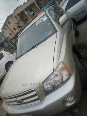 Toyota Highlander 2003 V6 FWD Off White | Cars for sale in Lagos State, Isolo