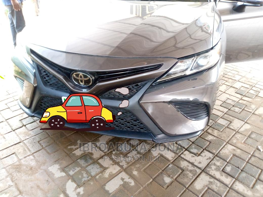 Toyota Camry 2018 SE FWD (2.5L 4cyl 8AM) Gray