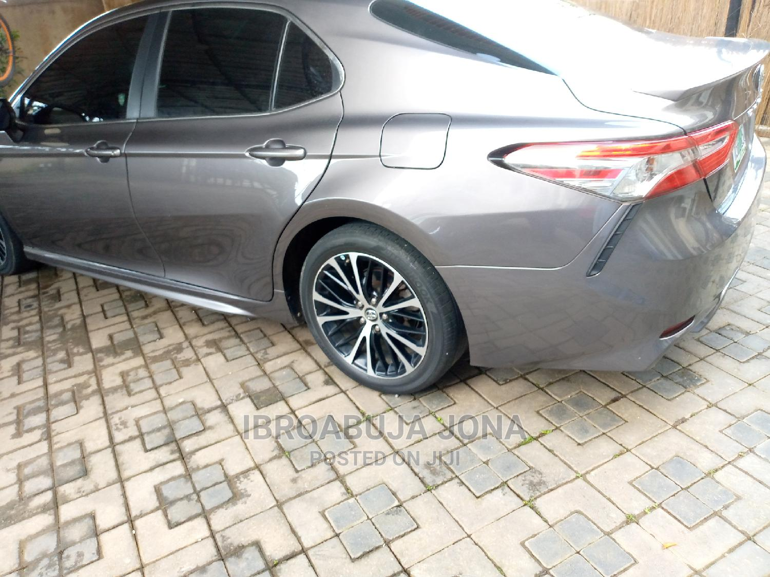 Toyota Camry 2018 SE FWD (2.5L 4cyl 8AM) Gray | Cars for sale in Central Business District, Abuja (FCT) State, Nigeria