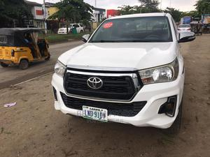Toyota Hilux 2013 SR 4x4 White | Cars for sale in Lagos State, Agege