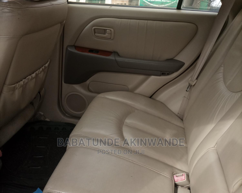 Archive: Lexus RX 2000 White