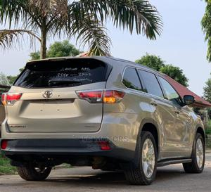 Toyota Highlander 2015 Gold   Cars for sale in Abuja (FCT) State, Wuse 2