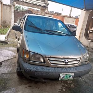 Toyota Sienna 2002 LE Gold | Cars for sale in Lagos State, Isolo