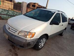 Toyota Sienna 2001 LE White | Cars for sale in Abuja (FCT) State, Central Business District