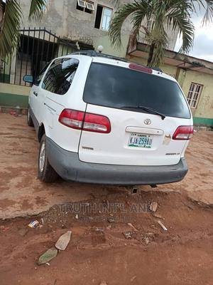 Toyota Sienna 2002 LE White | Cars for sale in Lagos State, Ojodu