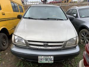 Toyota Sienna 2000 LE & 1 Hatch Gold | Cars for sale in Lagos State, Isolo