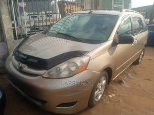 Toyota Sienna 2005 LE AWD Gold | Cars for sale in Lagos State, Ejigbo