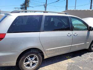 Toyota Sienna 2005 Silver | Cars for sale in Lagos State, Surulere