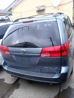 Toyota Sienna 2006 CE FWD Gray | Trucks & Trailers for sale in Lagos State, Ikeja