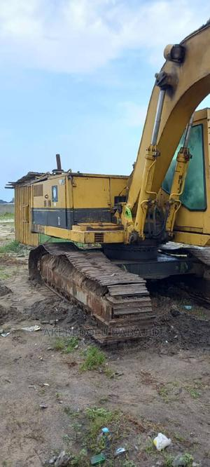 This Is Nigerian Uesd Excavator 215 and Good   Heavy Equipment for sale in Lagos State, Isolo