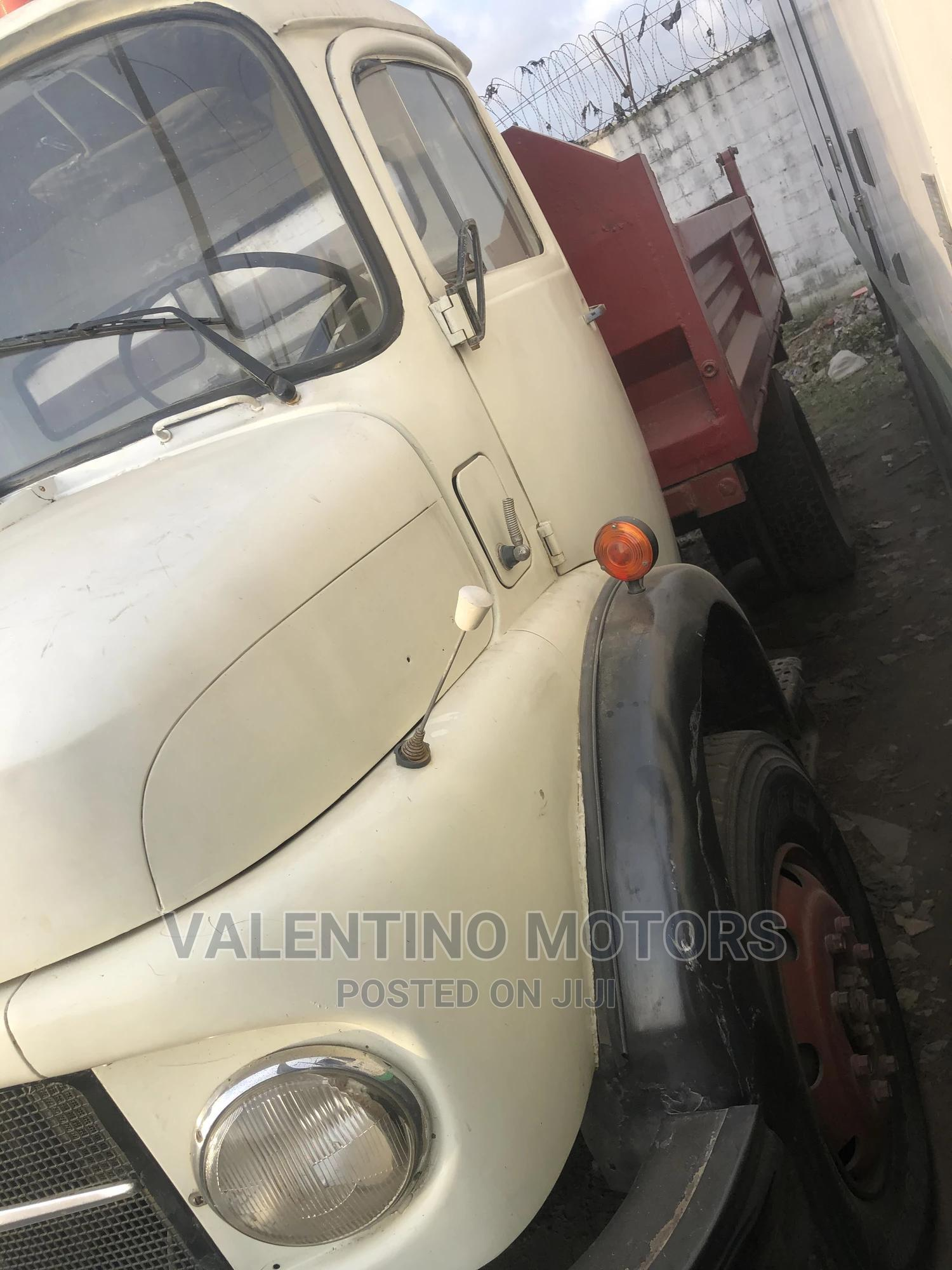 Mercedes-Benz 911 Tipper 6tyres Spring Spring | Trucks & Trailers for sale in Apapa, Lagos State, Nigeria