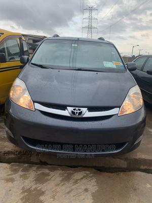 Toyota Sienna 2009 XLE Limited AWD Gray | Cars for sale in Lagos State, Abule Egba