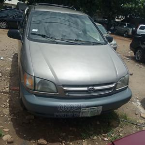 Toyota Sienna 1999 LE 4dr Gold   Cars for sale in Abuja (FCT) State, Gwarinpa