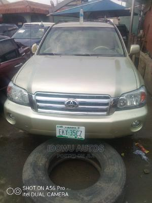 Toyota Highlander 2004 Limited V6 4x4 Gold | Cars for sale in Lagos State, Ejigbo