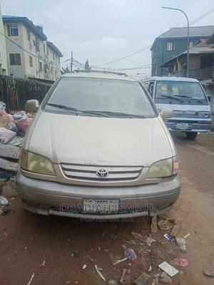 Toyota Sienna 2002 XLE Gold | Cars for sale in Lagos State, Mushin