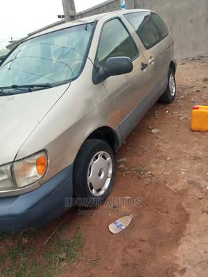 Toyota Sienna 2002 LE Gold | Cars for sale in Lagos State, Ejigbo