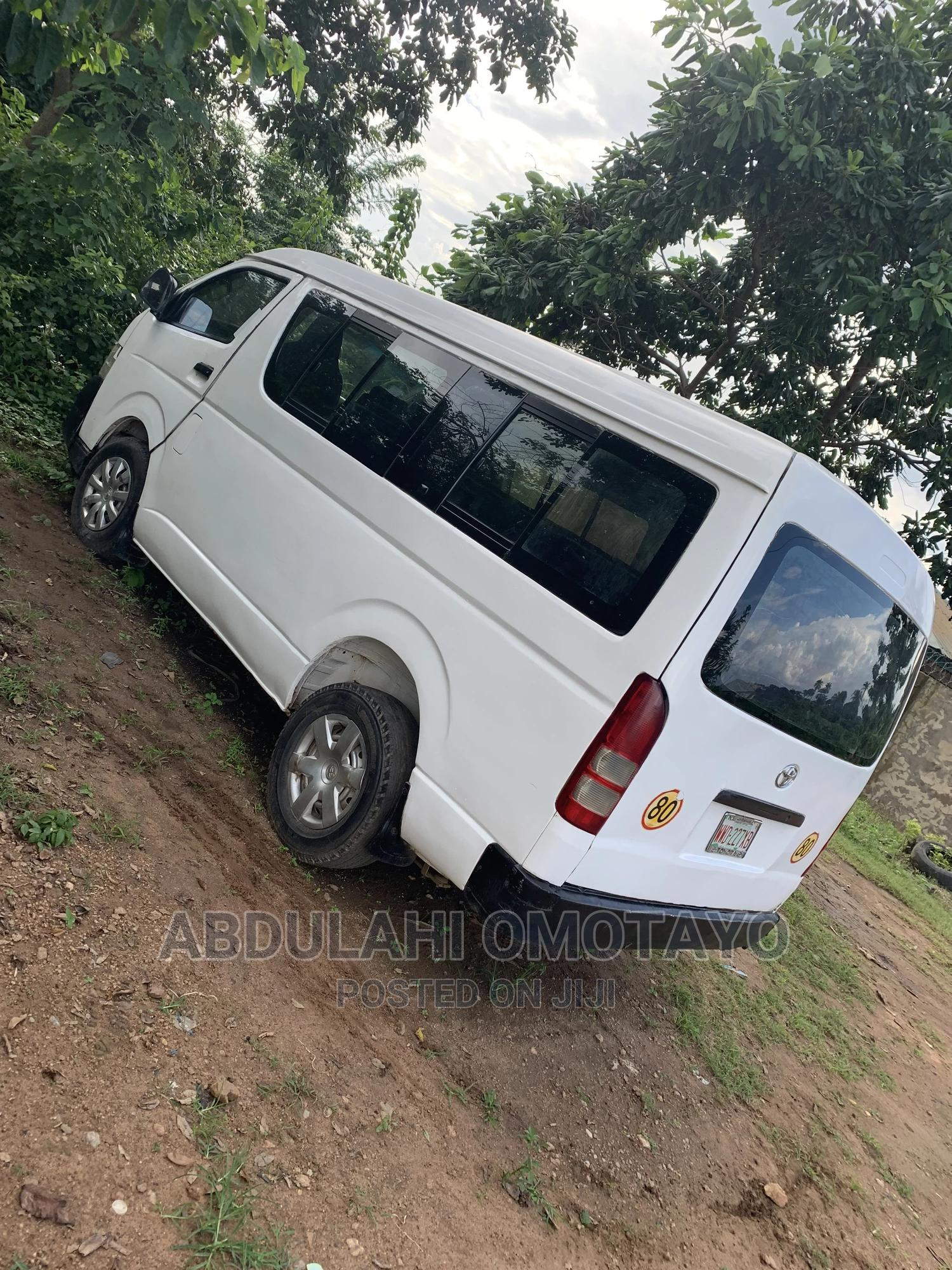 Archive: Toyota HiAce 2012 White