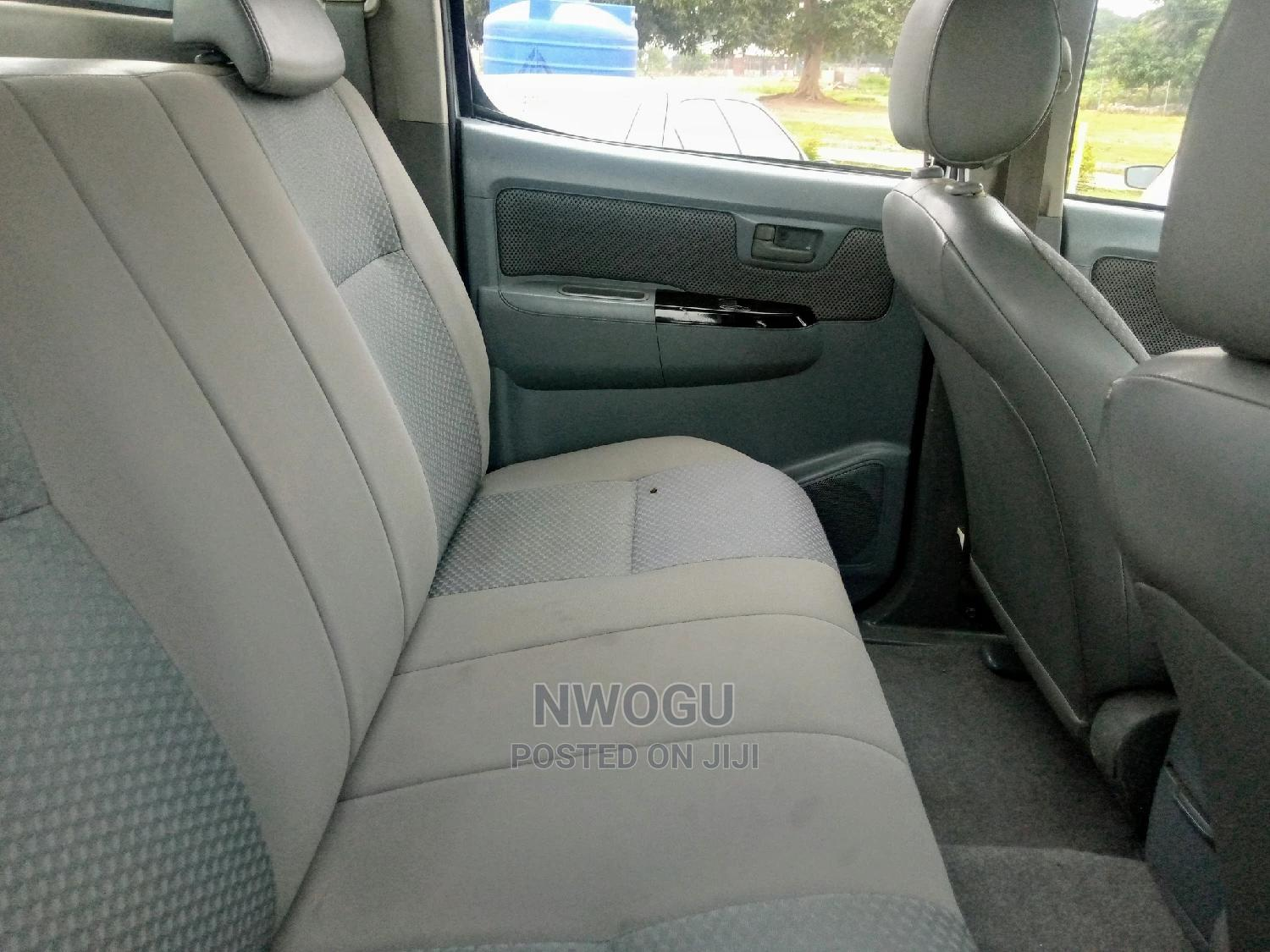 Toyota Hilux 2012 2.0 VVT-i SRX White | Cars for sale in Apo District, Abuja (FCT) State, Nigeria