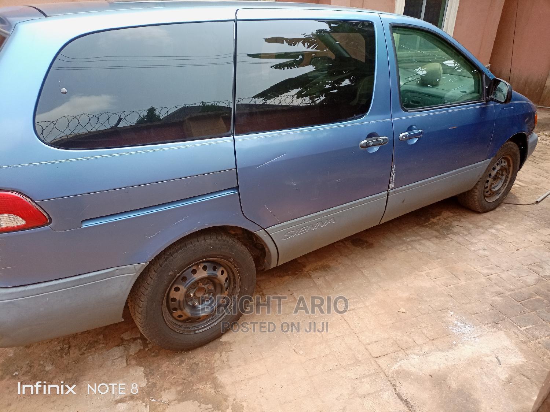 Toyota Sienna 2001 LE Blue