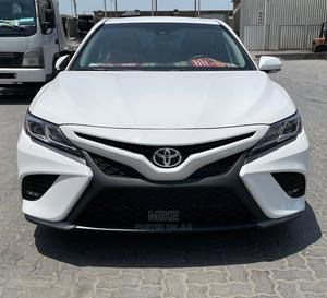Toyota Camry 2018 SE FWD (2.5L 4cyl 8AM) White | Cars for sale in Lagos State, Lekki