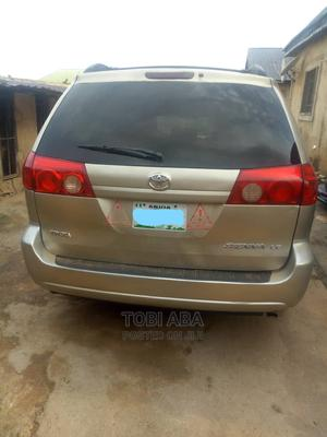 Toyota Sienna 2008 LE AWD Gold | Cars for sale in Abuja (FCT) State, Central Business District