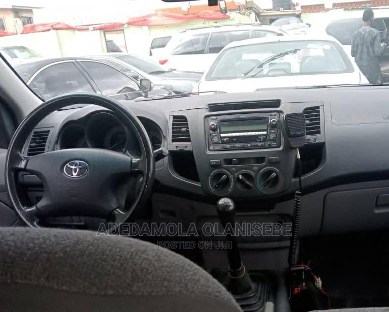 Archive: Toyota Hilux 2012 2.0 VVT-i SRX White