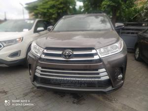 Toyota Highlander 2017 XLE 4x4 V6 (3.5L 6cyl 8A) Gray | Cars for sale in Lagos State, Surulere