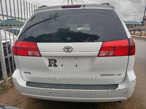 Toyota Sienna 2004 LE FWD (3.3L V6 5A) White | Cars for sale in Lagos State, Isolo
