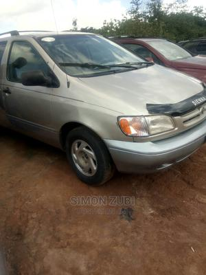 Toyota Sienna 2002 LE Silver   Cars for sale in Abuja (FCT) State, Lokogoma