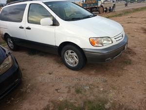 Toyota Sienna 2001 XLE White   Cars for sale in Abuja (FCT) State, Kubwa