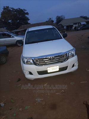 Toyota Hilux 2012 2.7 VVT-i 4X4 SRX White | Cars for sale in Abuja (FCT) State, Apo District