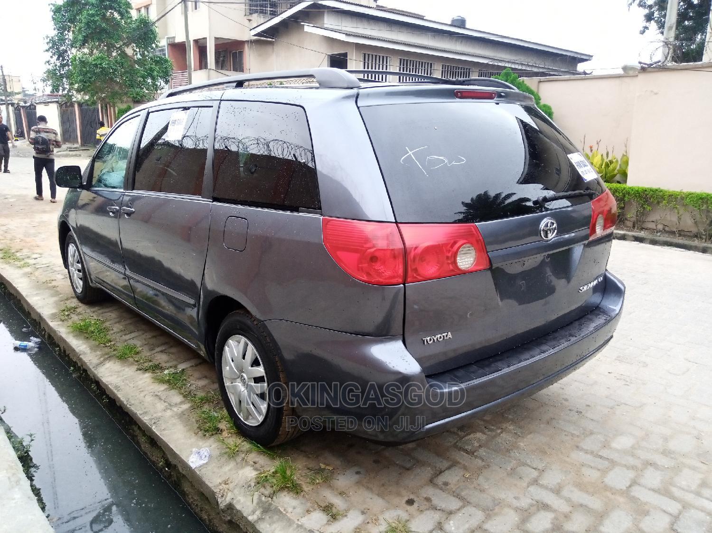Toyota Sienna 2007 LE 4WD Gray | Cars for sale in Ilupeju, Lagos State, Nigeria