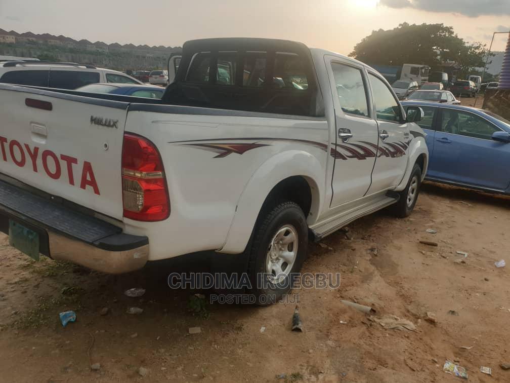 Archive: Toyota Hilux 2014 SR 4x4 White