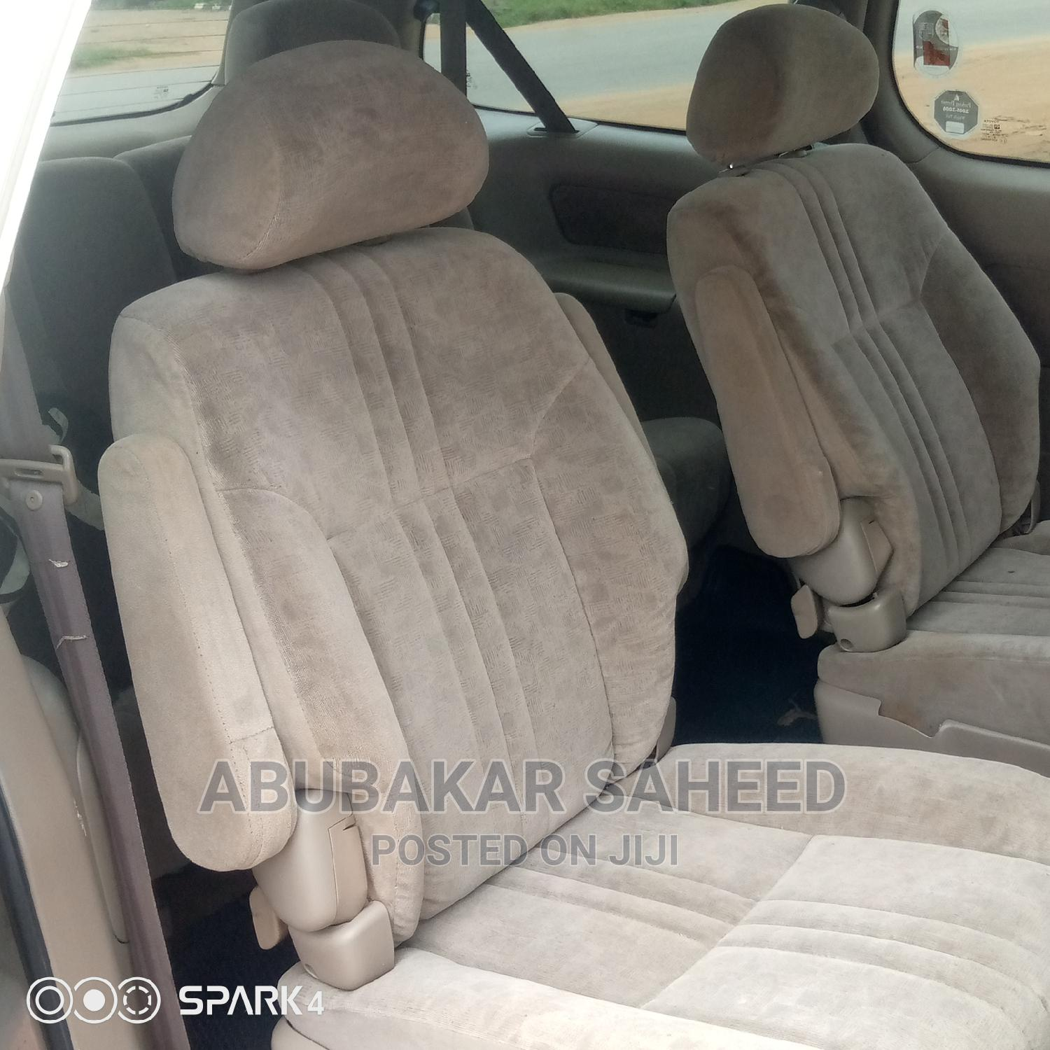 Archive: Toyota Sienna 2002 LE Gold