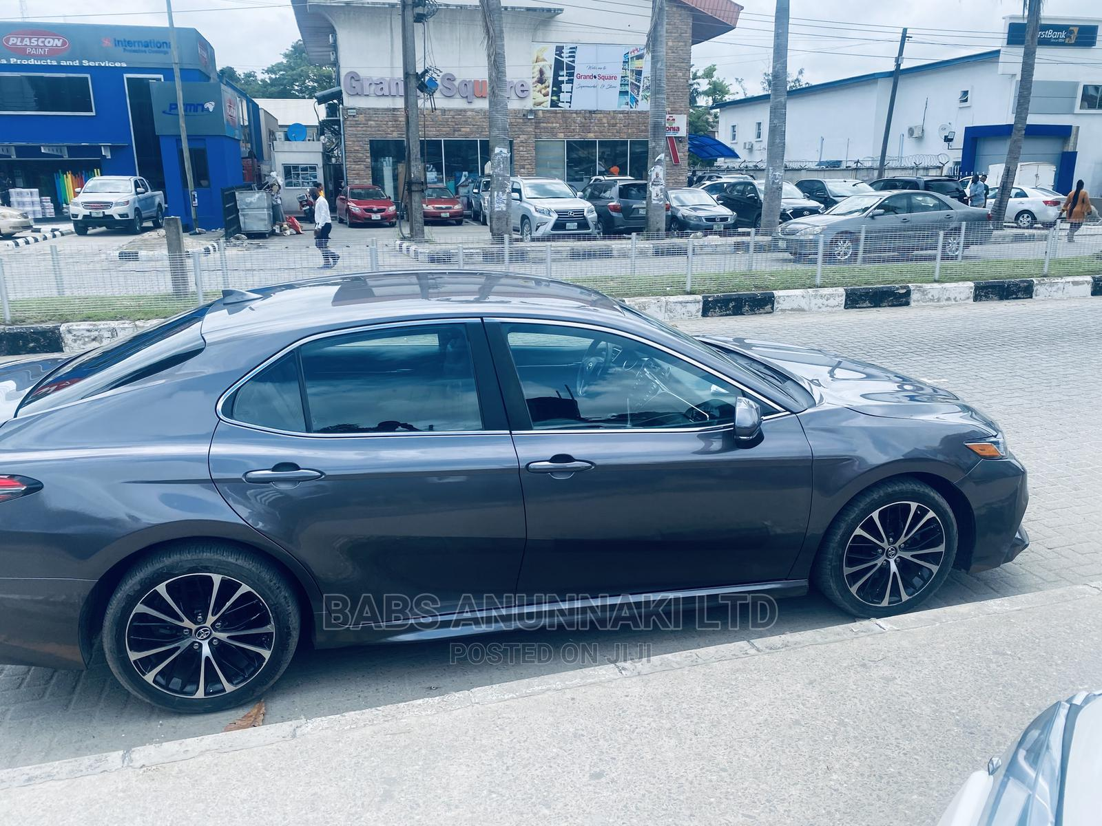 Archive: Toyota Camry 2018 SE FWD (2.5L 4cyl 8AM) Gray