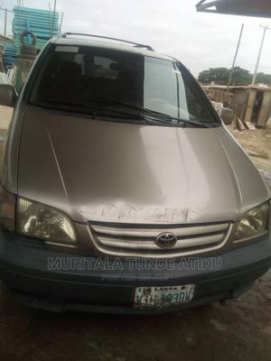 Toyota Sienna 2002 Gold | Cars for sale in Lagos State, Egbe Idimu